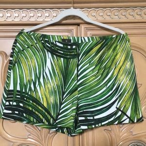 Worthington palm leaf stretchy dress shorts nwot M